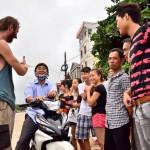 karol_tlumaczy_idee_autostopu_wietnam
